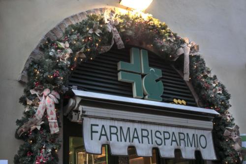 Decorazione facciata Farmarisparmio