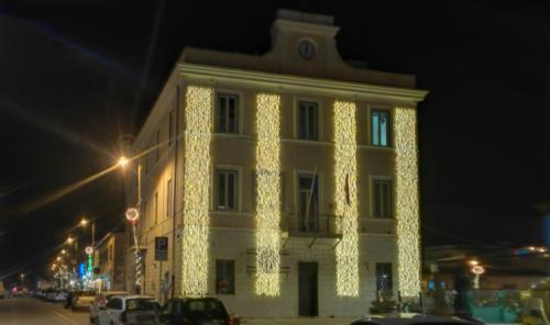 Illuminazione facciata edificio presso Comune di Fiumicino
