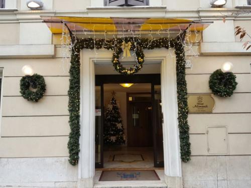 Decorazione facciata Hotel Alimandi