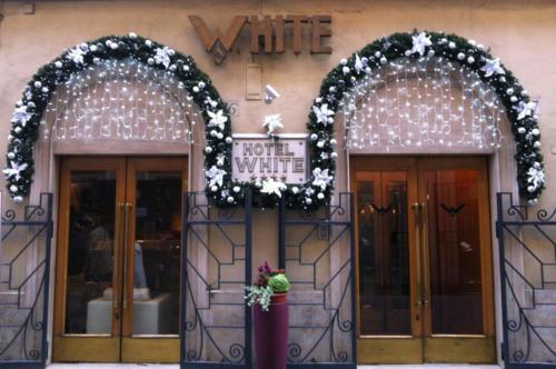 Decorazione facciata Hotel White