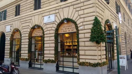 Decorazione facciata Gelateria La Romana